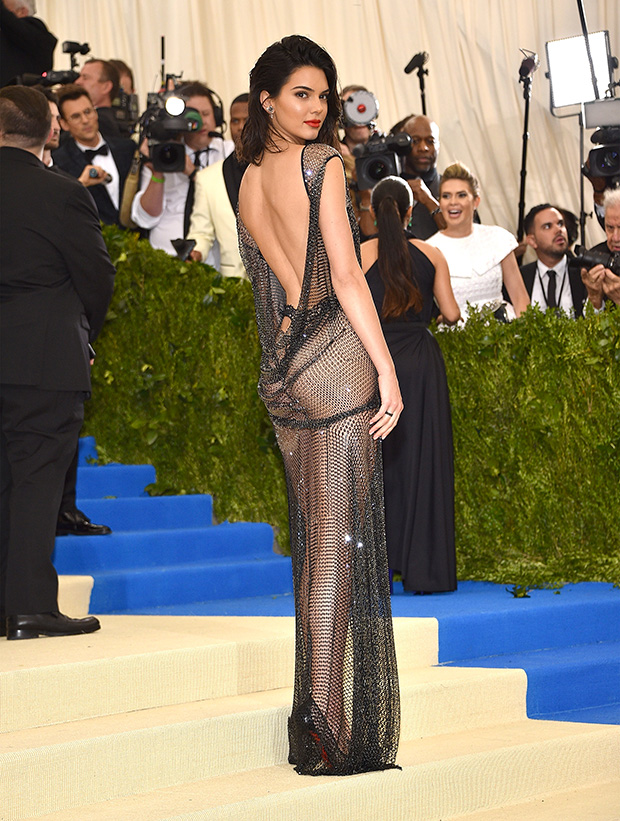 Kendall-in-La-Perla-La-Perla-by-Kevin-Mazur-Wire-Image-Back-View-