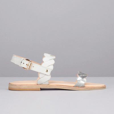 Porter Chaussures Lesquelles Avec Que Argentéeset Des v6Yf7byg